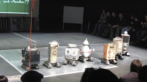Hamlet performed by robots at the Brut