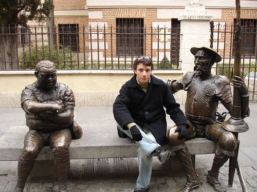 Posando junto a Don Quijote y Sancho Panza