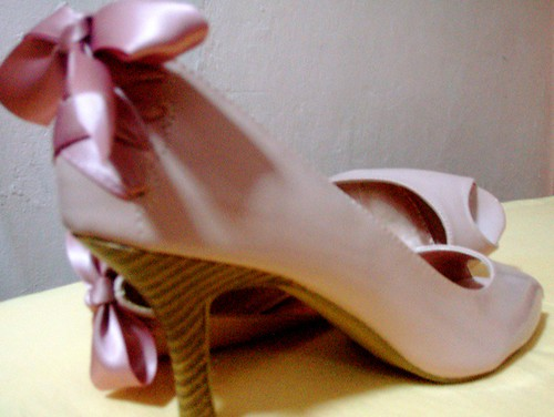 Pink ribbon peep-toe