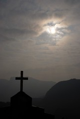 司馬限教堂的十字架與午後太陽