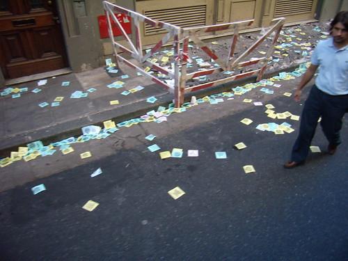 Papeles en la calle