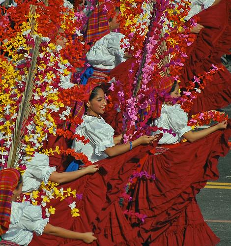 Nuestros Angeles de El Salvador dancers
