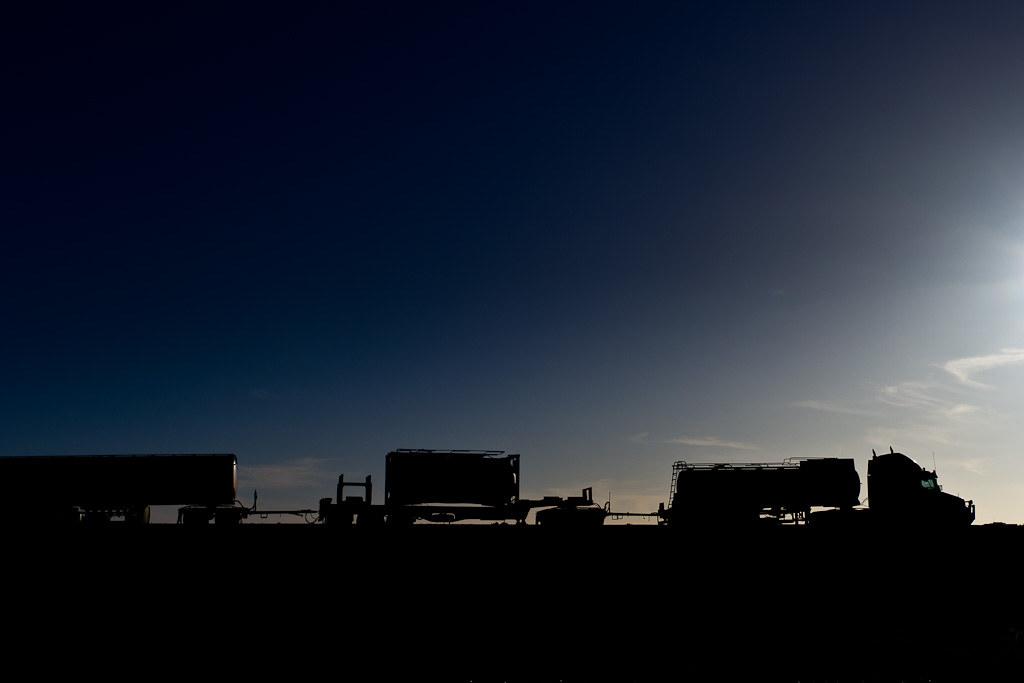 J11 / Silhouette : Road Train