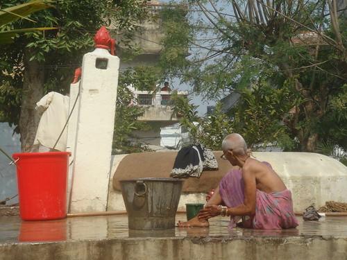 Mother India Temple1-5井邊喝水洗澡洗衣樣樣都來
