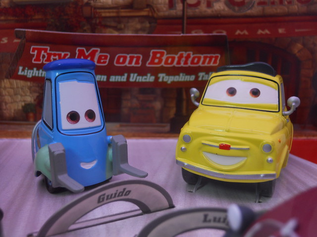 disney store cars 2 that's amore boxset (3)