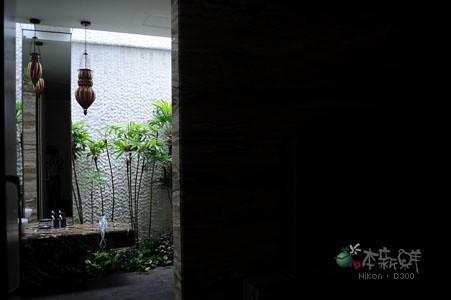 房間通往浴室的門
