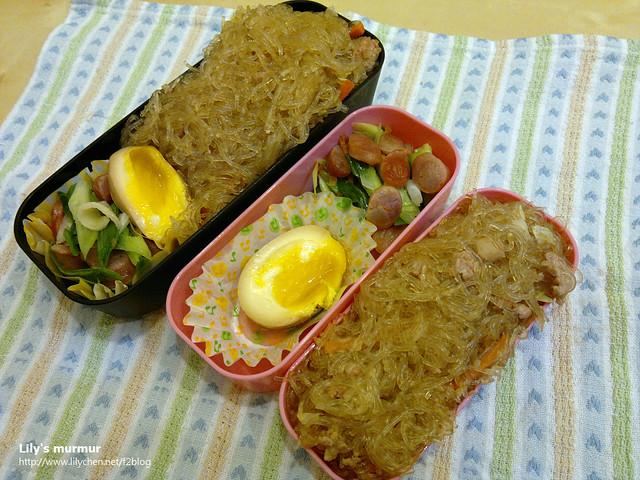 主菜是炒冬粉,配菜是蒜苗炒香腸,加上半顆比上次還要嫩的溏心蛋。