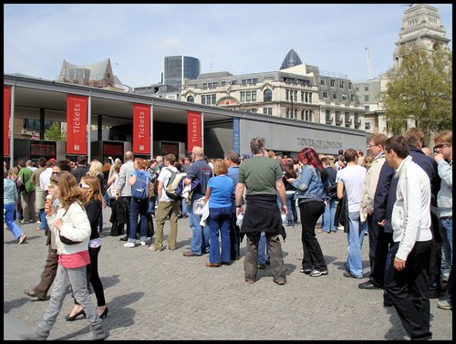 Queues for the Tower of London