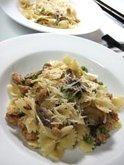 Farfalle with Italian Chicken Sausage, Peas and Cremini Mushrooms