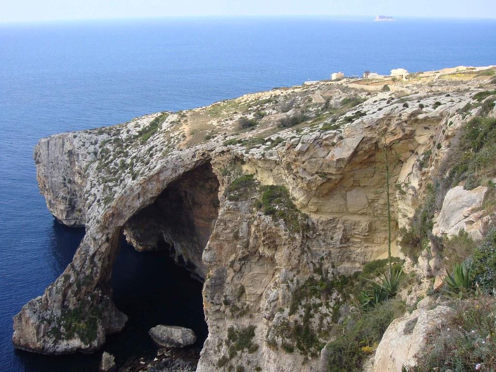 Blue Grotto (Isla de Filfla, al fondo)