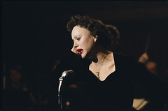 Marion Cotilliard como Edit Piaf