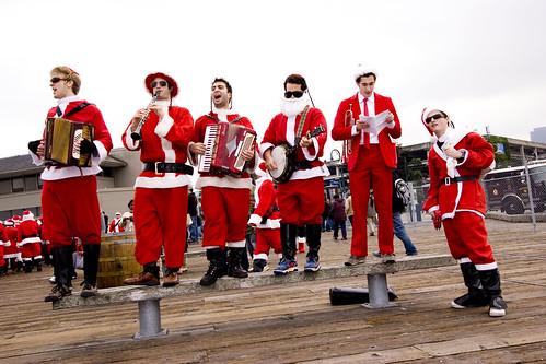 Santa klezmer band