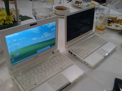 Eee PC 900 alongside Eee PC 700