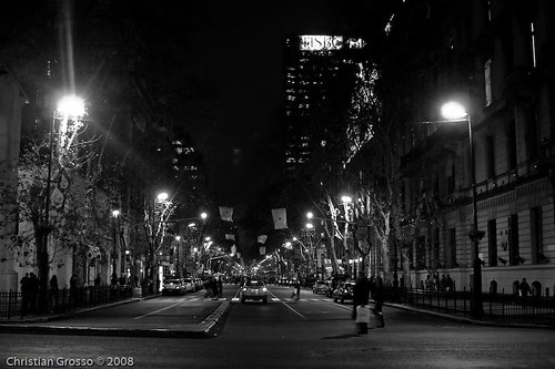 "Alrededores de Plaza de Mayo Night • <a style=""font-size:0.8em;"" href=""http://www.flickr.com/photos/20681585@N05/2633156276/"" target=""_blank"">View on Flickr</a>"