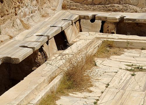 Latrina (detall), termes d'Adrià, Lepcis Magna