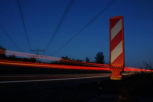 Leuchtspuren an der Autobahn