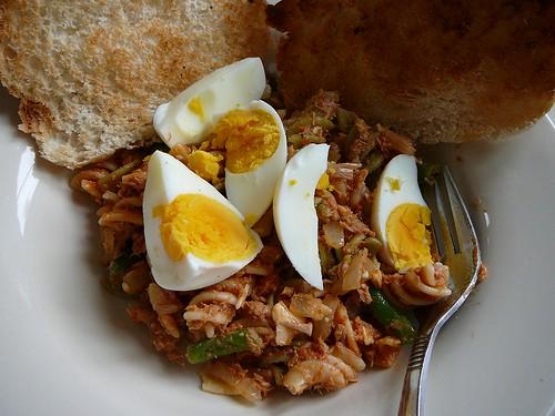 Tuna Red Pesto Pasta Eggs 004