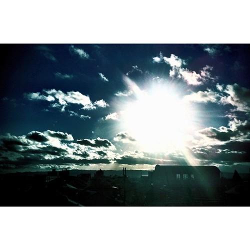 夕陽がピカっーーーーー! 今日も一日、お疲れ様でした。 #sunset