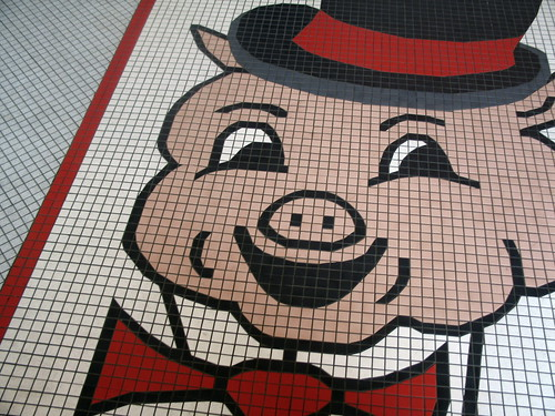 Porky's Smile, tile floor inside Porky's Drive-In, St. Paul, Minnesota, photo © 2007 by QuoinMonkey. All rights reserved.
