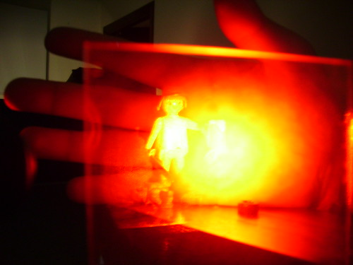 Holograma con mano