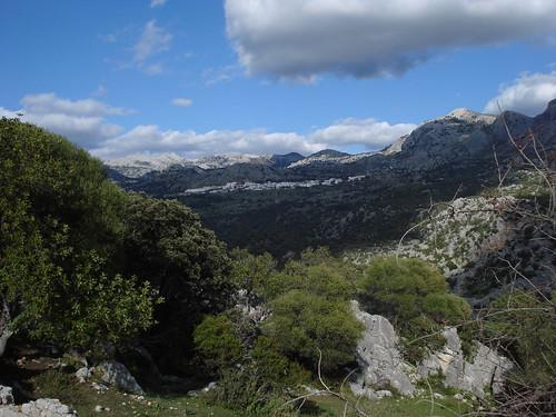 Vista de Benaocaz (cádiz) desde el yacimiento
