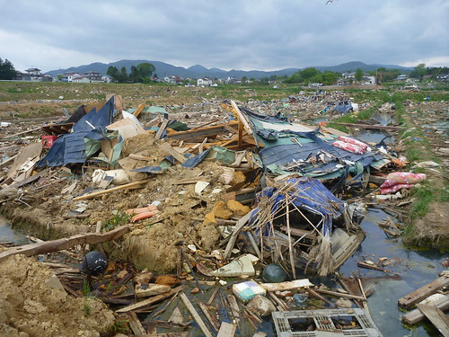 気仙沼(波路上)でボランティア Kesennuma, Miyagi pref. Deeply damaged area by the Tsunami of Japan quake