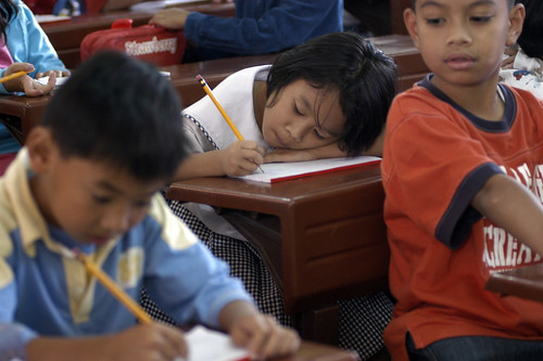 Philippines Pinoy Filipino Pilipino Buhay Life people pictures photos life  children elementary school no uniform education sitting learning room ruralbaguio benquet writing looking