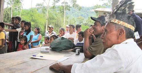 Rey Valentin Santana, Máxima Autoridad del Pueblo Naso en una reunión son su pueblo