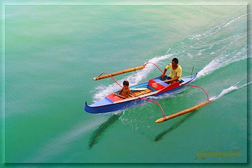 Cebu man boy father son motorised boat  Buhay Pinoy Philippines Filipino Pilipino  people pictures photos life Philippinen  菲律宾  菲律賓  필리핀(공화�)