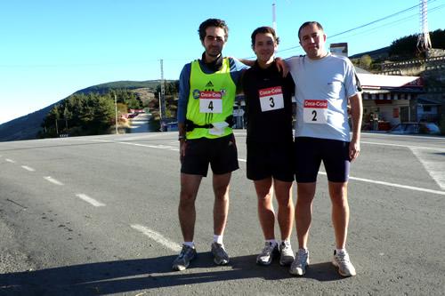 Refa, Gus y Jesús junta a la salida de la media maratón de montaña solidaria en Somosierra
