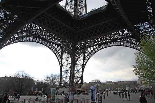 En la base de la Torre Eiffel