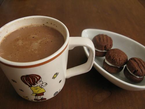hot chocolate and oreos