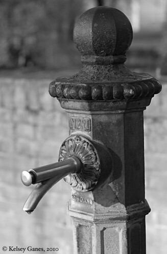 water, fountain, spigot, pump, spout, iron, Italy, Italia, spring