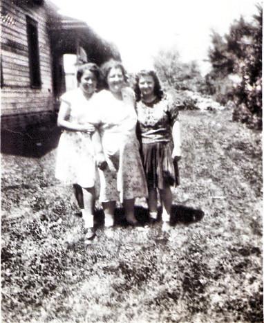 wanda ,della and josephine july 1942.jpg