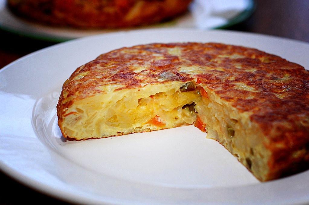 No hay mejor tortilla de papas que la que está hecha con papas, huevo y no hace falta un sorbete para comerla.