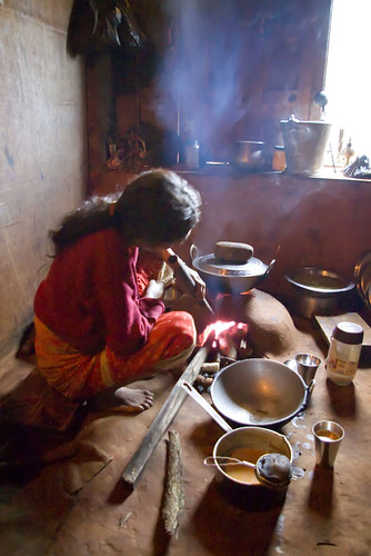 Woman cooking on a clay stove in Nepal. Credit: Ah Zut, Creative Commons licensed on Flickr