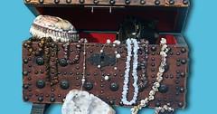 """Die Schatztruhe. Die Schatztruhen. Man sagt, dass Piraten ihre Schätze in Schatztruhen versteckt haben sollen. • <a style=""""font-size:0.8em;"""" href=""""http://www.flickr.com/photos/42554185@N00/32826533035/"""" target=""""_blank"""">View on Flickr</a>"""