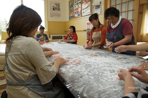 Hamanaka Matsuri 2008, making mochi