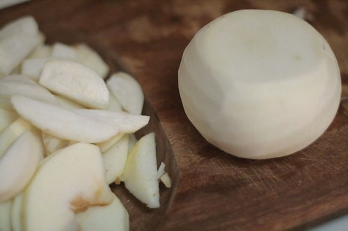 Peeled turnip and slices