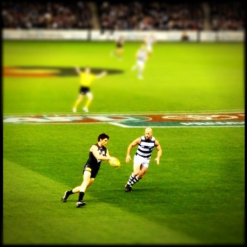 Blues on the ball. Come on Cats get some ball time already!