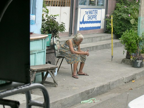 Old woman sits on a chair by the side of the road Philippines Buhay Pinoy  Ngayon Filipino Pilipino  people pictures photos life Philippinen