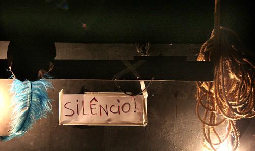 Silencio! No hay banda, no hay orchestra!