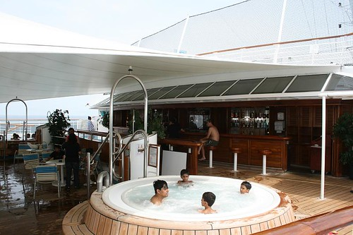jacuzzi on Super Star Aquarius (by kapsitream)