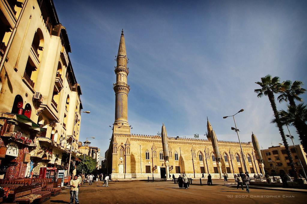 το τζαμί και η πλατεία του Χουσέιν
