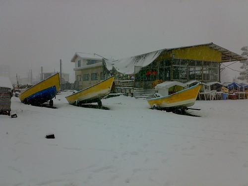 قایق به برف نشسته