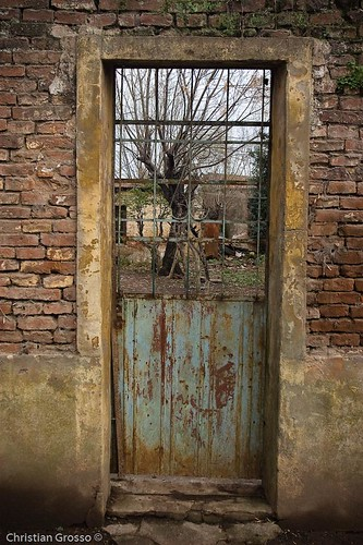 "Puerta • <a style=""font-size:0.8em;"" href=""http://www.flickr.com/photos/20681585@N05/2633152378/"" target=""_blank"">View on Flickr</a>"