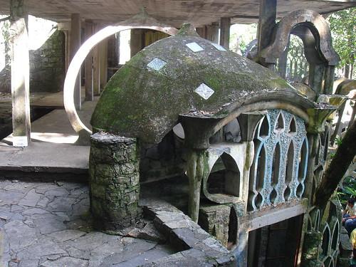Arquitectura extraña en Las Pozas