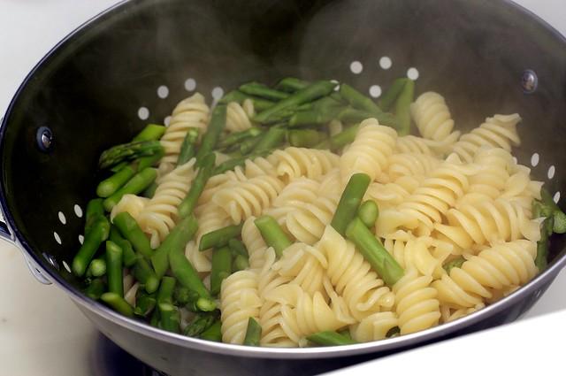 draining pasta, asparagus