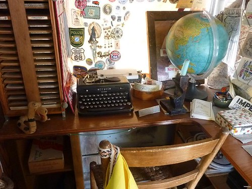 IL, Pontiac 81 - Bob Waldmire bus inside typewriter