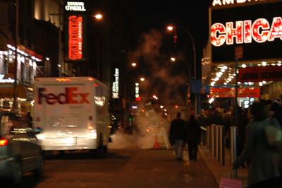 Imagen que muestra 'humo' saliendo de las 'alcantarillas' de NY